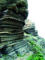 """Đảo đá"""" kỳ thú ở Bình Thuận"""